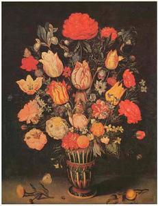 Bloemen in een steengoed vaas, goudsbloem, abrikoos en insecten