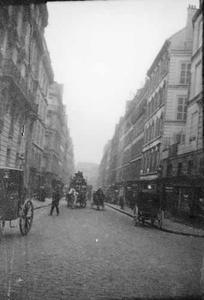 Stadsgezicht met een paardenkoets te Parijs