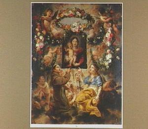 De H. Franciscus van Assisi en Catharina van Alexandrië een schilderij van de Madonna met Kind ophoudend dat door engelen met bloemslingers wordt omkranst