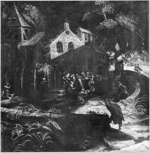 Pelgrims bij een kapel in het bos