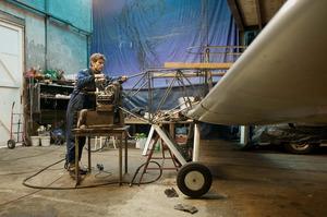 Joost Conijn in zijn werkplaats