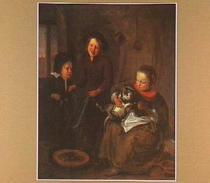 Drie kinderen spelen met een kat in een interieur