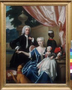 Familieportret van Johan Frederik van Freisheim (1685-1747), Marie Aimee de Rapin de Thoras (1716-1800), Johan Frederik Godfried van Freisheim (1738-1776), met een bediende