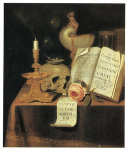 Vanitasstilleven met een kandelaar met uitgedoofde kaars en een nautilusbeker op een gedekte tafel