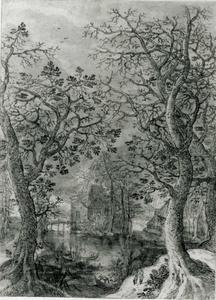 Boslandschap met een zicht op een meer tussen twee bomen