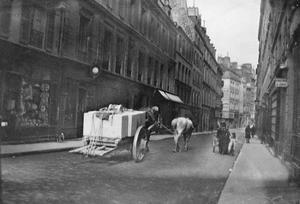 Straat met trekpaard te Parijs