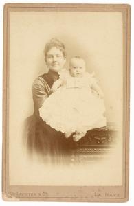 Portret van Everdine Suzette van Pallandt (1864-1958) en Willem Carel baron Snouckaert van Schauburg (1888-1982)