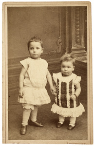 Portret van Jacob Reinoud Theodoor Ortt (1880-1897) en Margaretha Johanna Christina Ortt (1882-1964)