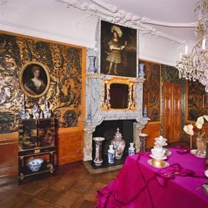 Kamer met 18de-eeuwse wand- en plafondafwerking