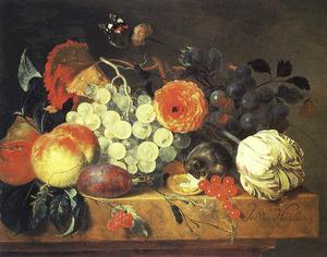 Stilleven van vruchten en bloemen met een muis op een stenen plint