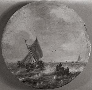 Platbodem en roeiboot in stormachtige zee