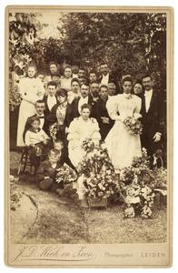 Groepsfoto op de bruiloft van Guido van Houten en Pieternella Heijrmans