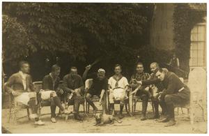 Portret van Jan van der Hoeven (1898- ) en anderen