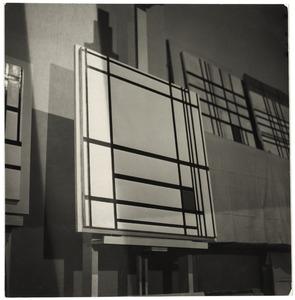 Het atelier van Piet Mondriaan met COMPOSITION DE LIGNES ET COULEUR: III, 1937 (B277)