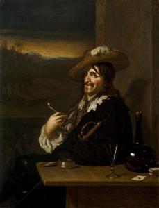 Man met pijpje en een fles wijn aan een tafel