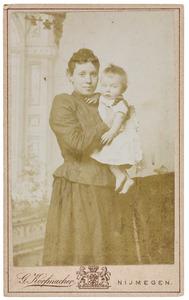 Portret van Antonia Christina Regina Reijckers (1864-1951) en Johannes Franciscus Vuursteen (1892-1916)