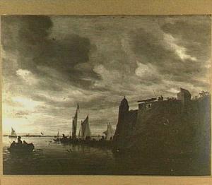 Rivierlandschap met roeiboten en zeilboten, rechts een fort met een kanon