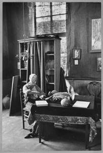 Het atelier van Willem van Konijnenburg in het Hofje van Nieuwkoop, te Den Haag