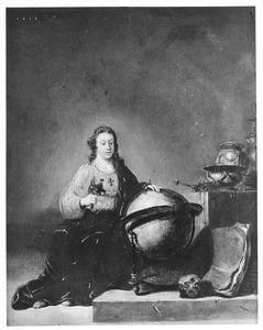 Jonge vrouw omgeven door Vanitassymbolen