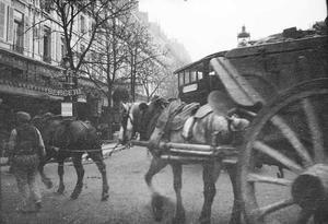 Paardenkoets op de rue Richer te Parijs