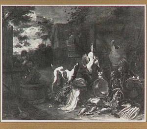 Rokende man op een erf; rechts een opeenstapeling van groente en vaatwerk met een hond en een kat