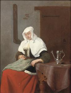 Vrouw met een roemer, zittend aan een tafel