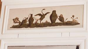 Stilleven met vogel en mummie