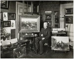 De schilder Mari ten Kate in zijn atelier aan de Wilhelminastraat 14, Den Haag