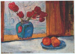 Stilleven met tulpen in gemberpot en sinaasappelen op blauw bord