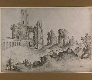 De Torre Fiscale en de ruïnes van het aquaduct van Claudius te Rome