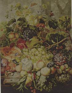 Stilleven van vruchten en bloemen op een marmeren tafel voor een landschap