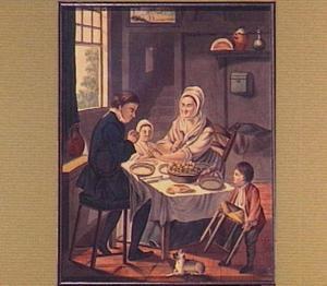 Interieur met biddend gezin rond een tafel
