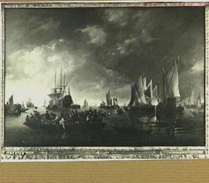 Haven met verschillende schepen en een veerpont bij een windstilte