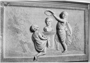 Allegorische voorstelling met twee kinderen die een borstbeeld verheerlijken