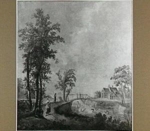 Landweg met reizigers bij een houten brug over een water met zwanen