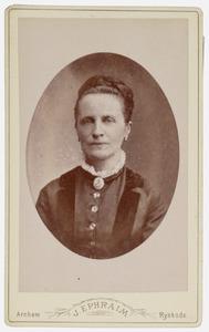 Portret van Coenrada Margaretha Ida van Voorthuysen (1835-1888)