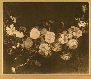 Guirlande van rozen en andere bloemen