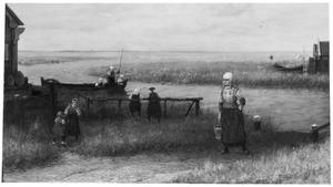 Gezicht op een polderlandschap met kinderen spelend in een boot en een vrouw die een emmer water draagt op de voorgrond