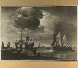 Schepen voor de kust, links wisselen fregatten saluutschoten uit en in de voorgrond staan enige vissers
