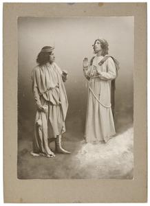 Portret van Johannes Everts (1882-1954) en een man uit familie Hubrecht in het toneelstuk 'Lucifer' van Vondel