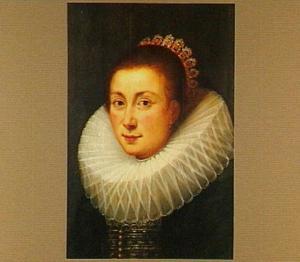 Portret van een vrouw met een grote plooikraag