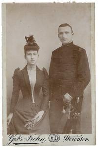 Portret van Joanna Margaretha Elisabeth van de Poll (1872-1970) en Willem Hendrik Joan van de Poll (1867-1921)