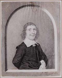 Portret van een man ten halven lijve, in een getekende nis