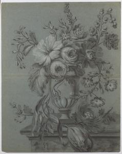 Bloemstilleven in vaas op een marmeren voetstuk