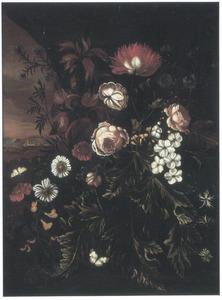 Bloemen en planten met links een doorkijk naar een Italiaans landschap