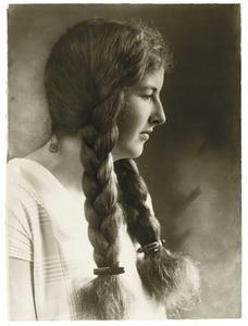 Portret van een jonge vrouw uit familie Pauw van Wieldrecht