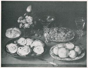 Stilleven met oesters, boeketje, schaal met kersen en schaal met citroenen