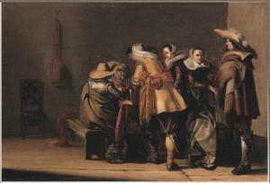 Soldaten en twee vrouwen in een wachtlokaal