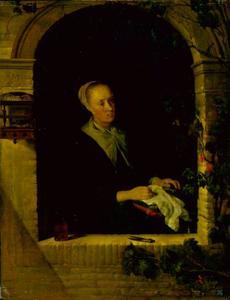 Handwerkende vrouw in een venster