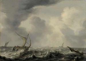 Stormachtige zee met verschillende zeilboten, een stad ver in de achtergrond